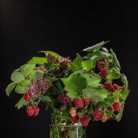 Букет лесной малины :: Валерий Бочкарев