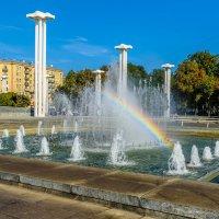 Радуга в фонтане перед ХНАТОБ (Харьковский театр оперы и балета) :: Uliya