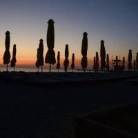 Закат на пляже :: Евгений Ломко