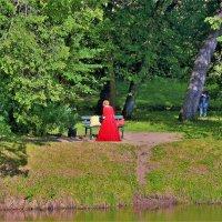 Дама в красном... :: Sergey Gordoff
