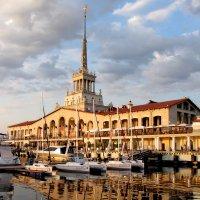 Морской вокзал на закате :: valeriy khlopunov