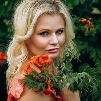 Красивая девушка с цветами :: Елена