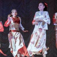 Веселый танец :: Николай Тишкин
