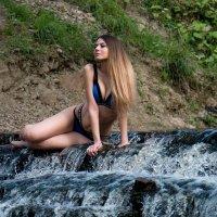 У водопада :: Алексей Корнеев