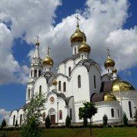 Свято-Троицкий храм на территории Иверского монастыря. :: Лариса Авдонина