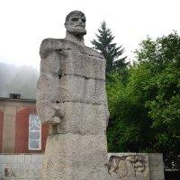 Памятник и братская могила жертв расстрела 1903 года… :: Станислав Иншаков