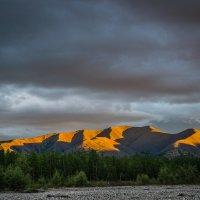 Горы на закате :: Алексей Вуколов