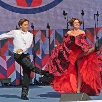 Празднование  дня  города(Канкан !Канкан!) :: Виталий Селиванов
