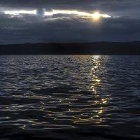 отражение на поверхности озера Байкал :: Георгий
