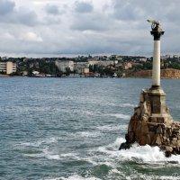 Памятник затопленным кораблям :: Наталья Каракуца