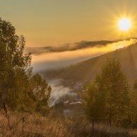 Под светом звезды по имени Солнце... :: Евгений Голубев