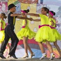 Весёлый танец :: Виктор Филиппов
