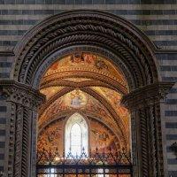 Умбрия. Орвието. Кафедральный собор (Duomo di Orvieto).  Придел Св. Бриция. :: Надежда Лаптева