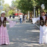 В национальном танце :: Сергей
