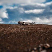 Останки самолета DC-3 ВМС США на пляже в Исландии... :: Александр Вивчарик