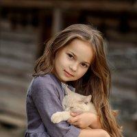 Девочка с котиком :: Виктория Дубровская