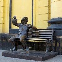 Памятник Олегу Попову :: Татьяна Смоляниченко