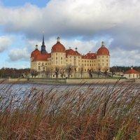 Замок на воде :: Владимир Соколов