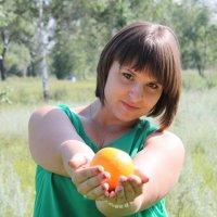 хочешь апельсинку :: Andrey Shatalov