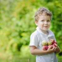 Мальчик с яблоками :: Татьяна Майорова