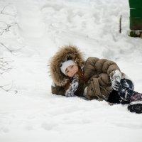 Девочка в снегу! :: Сергей Гаина