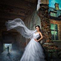 Невеста в старом городе :: Sergey Lebedev