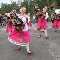 Девушки с гармонями :: Наталья Золотых-Сибирская