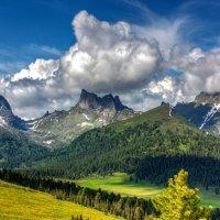 Вид с перевала Сахарного :: Юлия Павленко