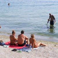Миноискатель - вот что главное на южном пляже :: Александр Скамо