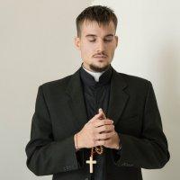 Католический священик :: Елена Матюшинская