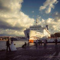 В порту Севастополя........ :: Александр Селезнев