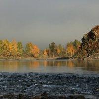 Бурлит река у берега :: Галина Козлова