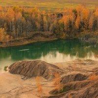Золотая осень, бирюзовая  вода :: Евгений (bugay) Суетинов