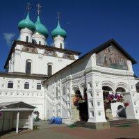Храм в Толгском монастыре :: Надежда