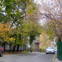 по переулкам бродит осень :: Сергей Беличев