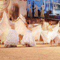 "Студия ""Хадижа"". Танец невест. :: Владимир Болдырев"