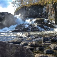 правый берег водопада Титовка :: Георгий А
