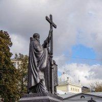 Памятник Кириллу и Мефодию :: Сергей Лындин