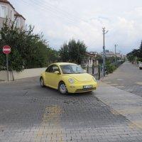 жёлтая машина,как игрушка :: tgtyjdrf