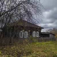 Дом и осень :: Роман Пацкевич