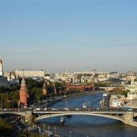 Вид на Москва-реку, Большой Каменный мост и Кремлевскую набережную... :: Наташа *****