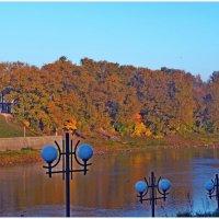 Осенняя набережная :: Vladimir Semenchukov