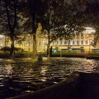 Еще играют струнами фонтаны.... :: Валентина Харламова