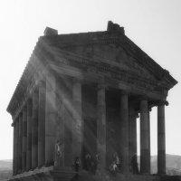 Языческий храм ... :: Лариса Корженевская