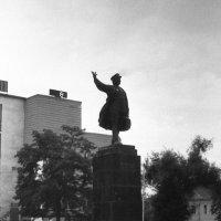 Памятник С.М. Кирову в Астрахани. 1995 год :: alek48s