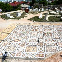 Мозаика VI в. украшала пол загородного храма VI в. :: Наталья Покацкая