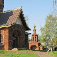 Святые ворота  в ограде  церкви Иоанна Предтечи в Толчкове :: ИРЭН@ .