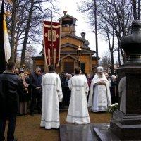 Лития и возложение цветов к памятнику Царя - миротворца Александра III :: Татьяна