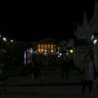 В тусклом свете фонарей. :: Анатолий. Chesnavik.