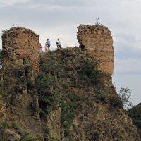 Стены крепости Нарикала :: skijumper Иванов